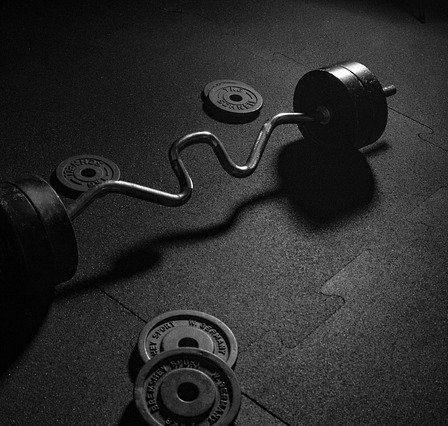 Idealna podłoga na siłownię - komfort ćwiczenia i bezpieczeństwo